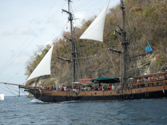 Sandals Grande St. Lucian Spa & Beach Resort: pirate of the Caribbean ship