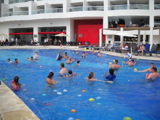 Dreams Villamagna Nuevo Vallarta: Water Balloon Fight in the pool