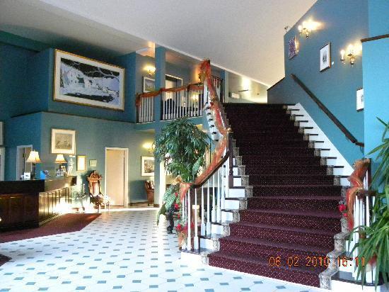 Auberge La Montagne Coupee: lobby de l'hôtel