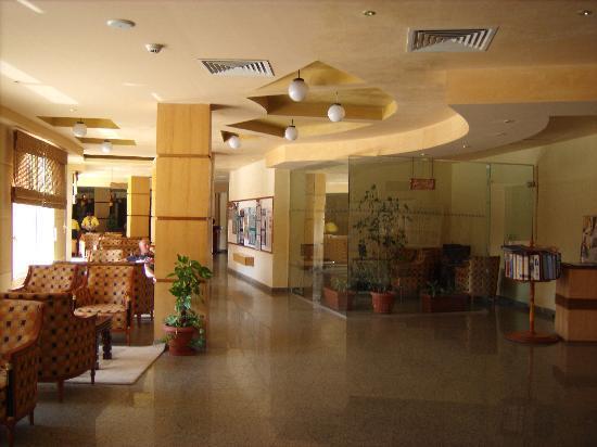Aqua Blu Sharm: smoking area of reception and internet corner