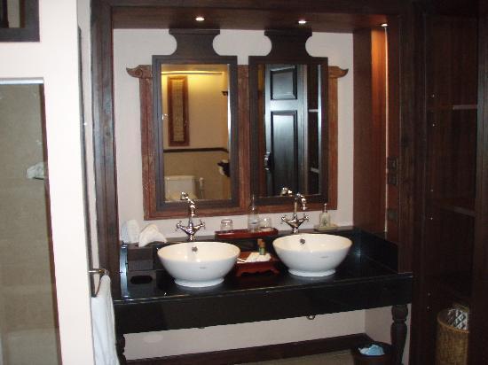 Siripanna Villa Resort & Spa: Sinks
