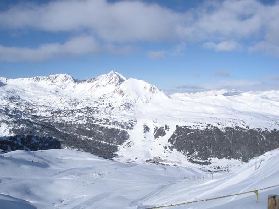 Hotel Himalaia Pas: Great views over a large ski area