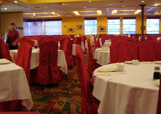 Jasmine Chinese Seafood Restaurant: 朝一番は空いているし、駐車場もすぐにとめられる