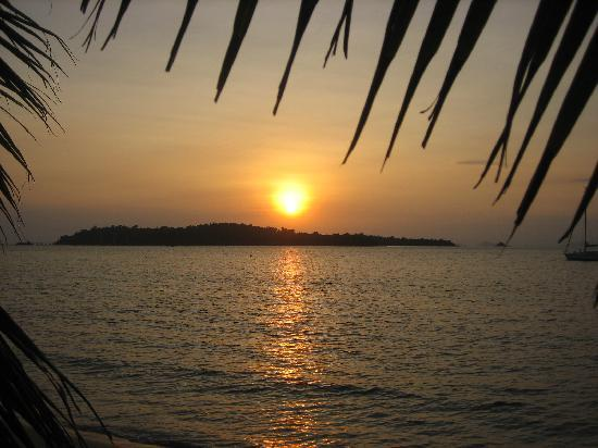 Sihanoukville, Καμπότζη: Sunset over Snake island.