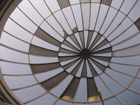 Brisas del Caribe Hotel: Glass Shard Atrium
