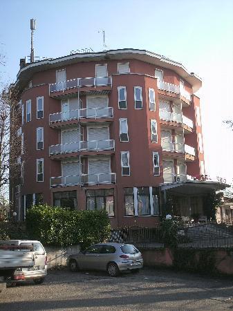 Hotel Fossati: visto dal parcheggio esterno