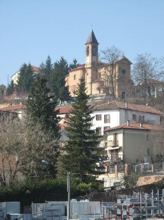 Serravalle, Italie : Vista del paese dalla camera