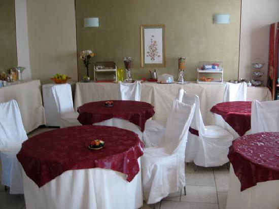 Serravalle, Italie : Sala breakfast
