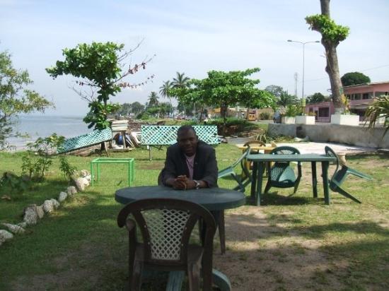 Pointe-Denis Beach: Un jour de mars 2009 à la trace de Savorgnan de Brazza, Fondateur de la ville.