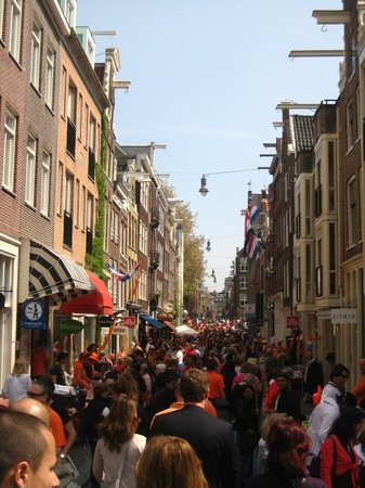 De Negen Straatjes : Amsterdam in orange!!  The 9 little streets crowded with people.