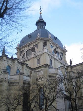 Catedral de Sta María la Real de la Almudena: Almudena Cathedral, Madrid