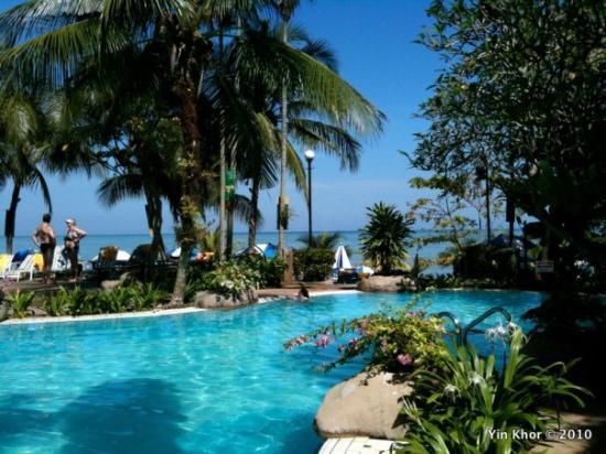 Rainbow Paradise Beach Resort: The pool... and the sea....   Sigh... life's good...