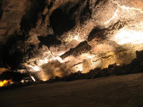 Costa Teguise, Espagne : Cuevas Verdes: grottenlabyrint ontstaan door de kolkende lava die ondergrond verder stroomde naa