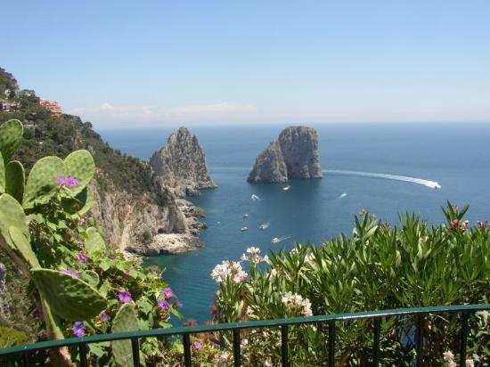 I Faraglioni: Capri
