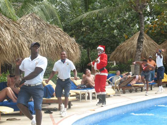 Dreams Punta Cana Resort & Spa: Some of the entertainment team dancing at the pool