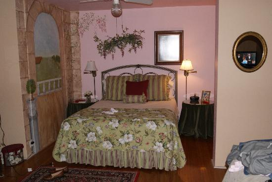 Magnolia House Bed and Breakfast: Our beautiful sleeping area in our suite