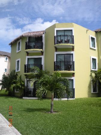Sandos Caracol Eco Resort: Resort Buildings