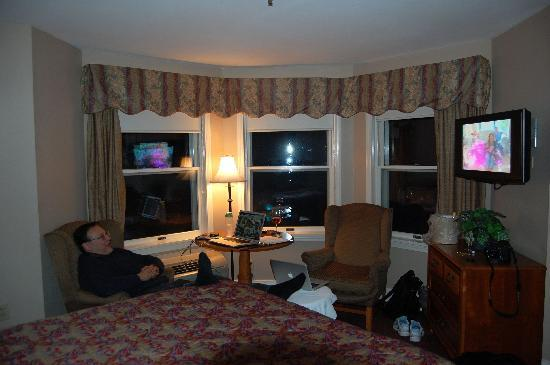 Union Bluff Hotel: relaxing in a queen corner room