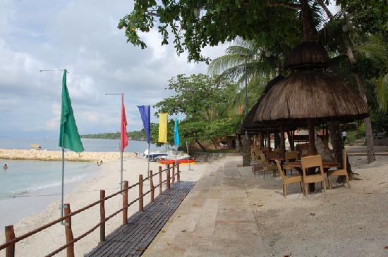 Flushing Meadows Resort & Playground: beach 2