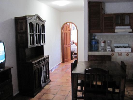 El Patio Hotel & Suites: front room