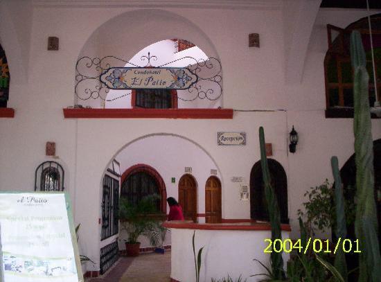 El Patio Hotel & Suites: entrance