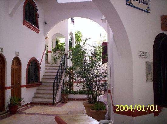 El Patio Hotel & Suites: entrance room is upstairs
