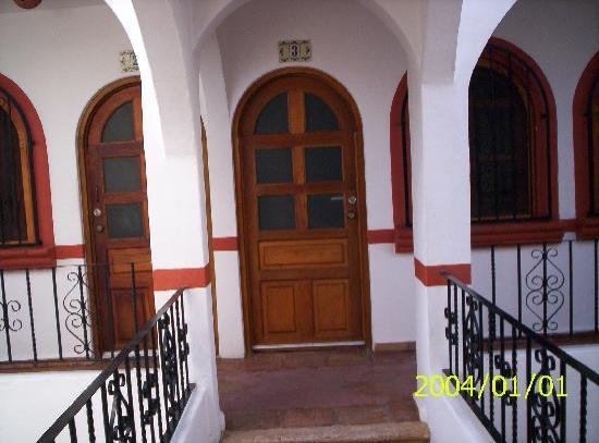 El Patio Hotel & Suites: the front door
