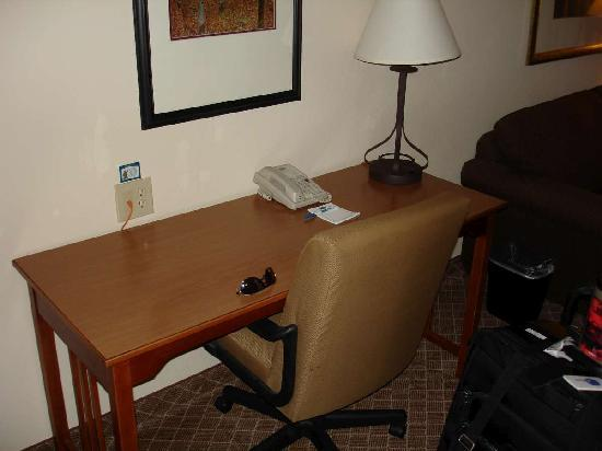 Staybridge Suites Chantilly Dulles Airport: Desk