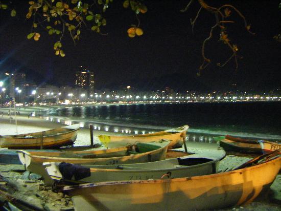 South American Copacabana Hotel: Copacabana de noche !!