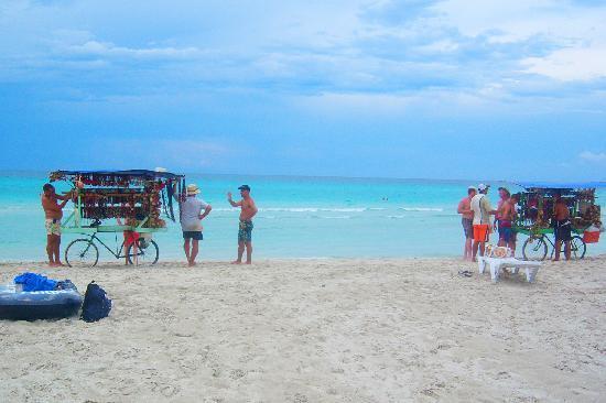 Be Live Experience Varadero: Vendors on the beach near HVC