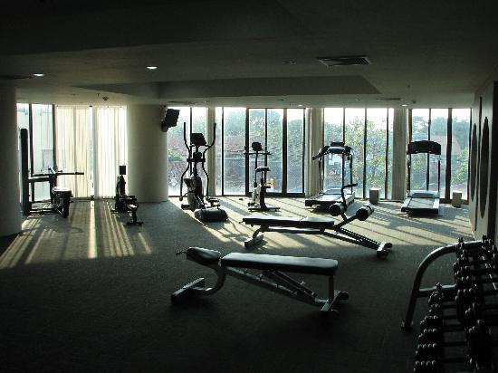 Deevana Plaza Phuket Patong: Mercure Patong Hotel gym room