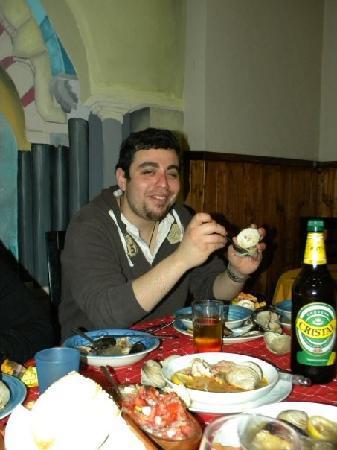 Moai Viajero Hostel: One of the dinners thrown by Sebastian