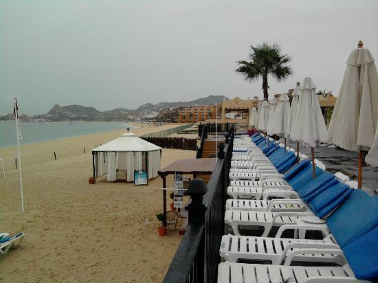 Hotel Riu Santa Fe: Arriving a Rainy day
