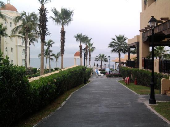 Hotel Riu Santa Fe: left riu palace, right riu santa fe
