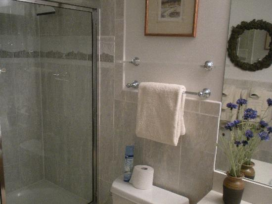 Inner Circle Condominiums: Nice Bathroom