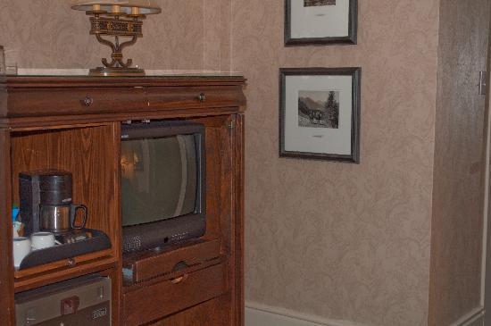 Fairmont Banff Springs: TV unit