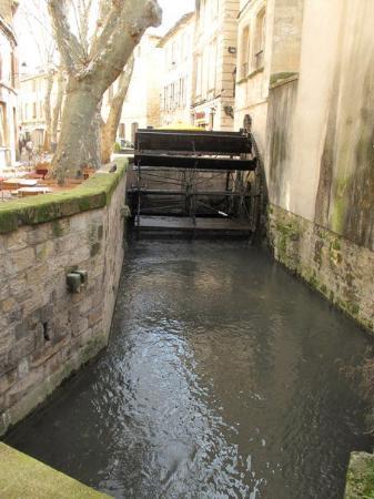 Avignon, Frankrike: vers I785 il y avait 23 roues à aube sur le canal