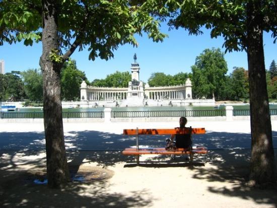 Retiro Park: Parkque del Retiro with the statue of Alphonse XII.  Madrid, España