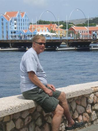 Willemstad, Curaçao: Otrabanda and the Bridge
