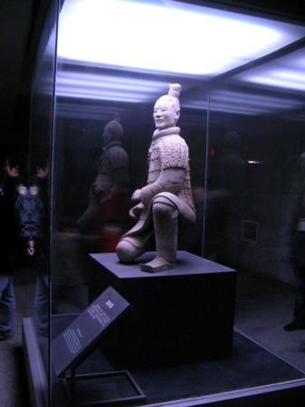 Keiser Quins Terrakottamuseum: Kneeling Archer - Terra Cotta Warrior