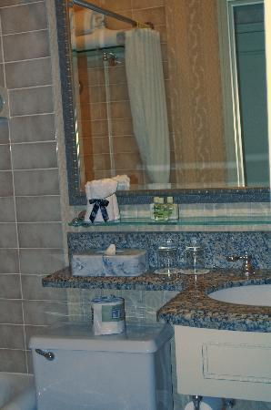 Fairmont Banff Springs: Bathroom