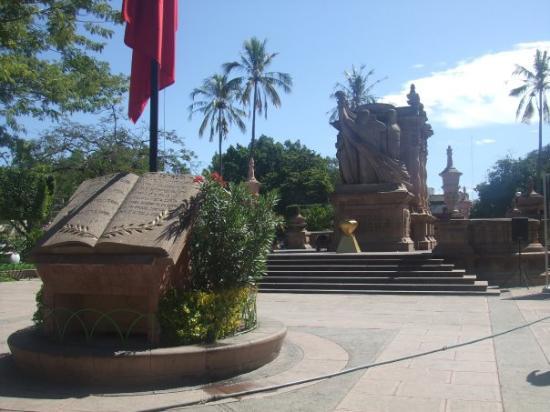 El monumento de la bandera en Iguala