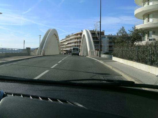 Sainte-Maxime, France : cool bridge in Ste. Maxime. Pretty place!
