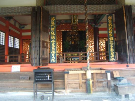 Kiyomizu-tempelet: It's a golden buddha