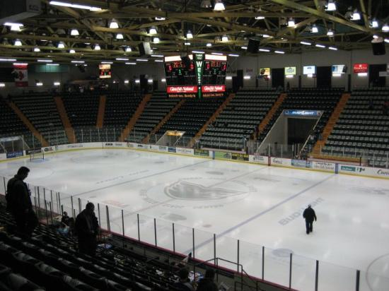 Glens Falls, NY: That's right.. Only ONE level.. Good seats though.