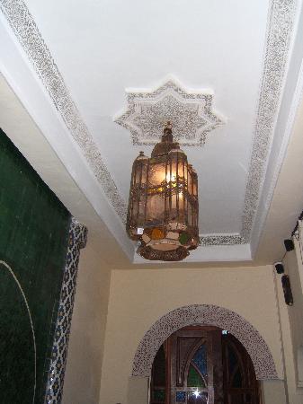 Riad Assalam : plafond au dessus de la piscine