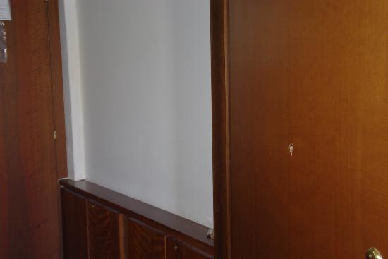 Hotel San Marco: buco nella porta