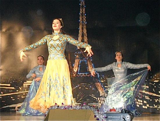 Fergana, أوزبكستان: Uzbekistanische Tänze im Tantana