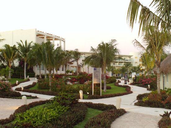 Azul Beach Resort & TUI Sensatori Resort Riviera Cancun: The grounds