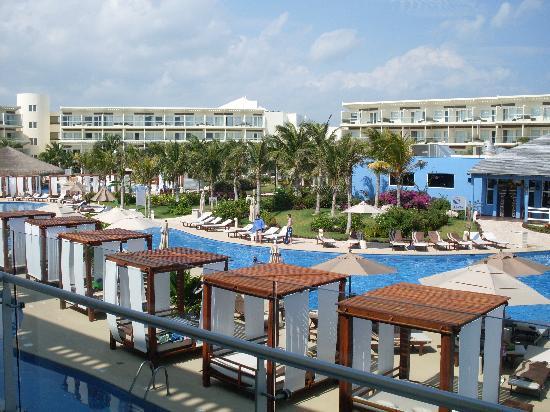 Azul Beach Resort & TUI Sensatori Resort Riviera Cancun: The premium pool